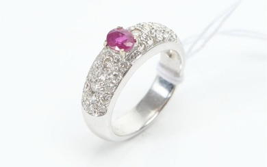 A RUBY AND PAVÉ DIAMOND RING IN 18CT WHITE GOLD, SIZE L-M, 6.9GMS