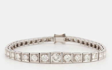 A platinum bracelet set with round brilliant-cut diamonds with a total weight of ca 3.75 cts