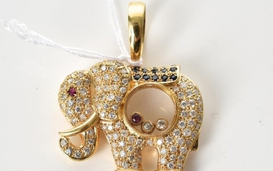 AN ELEPHANT PENDANT PAVÉ SET WITH DIAMONDS AND COMPRISING FLOATING RUBY AND DIAMOND, IN 18CT GOLD, LENGTH 37MM, 14.5GMS