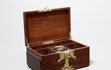Cigar case in rosewood with brass applications, early 20th Century.