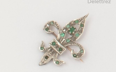 """Fleur de Lys"""" brooch in gold and silver, set with rose-cut diamonds alternating with emeralds. Dimensions: 2.2 x 3.2cm. Weight Rough: 4.7g."""