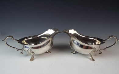 Pair of Solid Silver sauce boats. Birmingham 1927 by Elkingt...