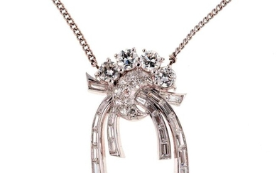 Pendant and its chain in white gold - Stylized pendant in horn of plenty and ribbon set with diamonds totalling approximately 1.10 carat - Gross weight: 8.7 g (probably winding)