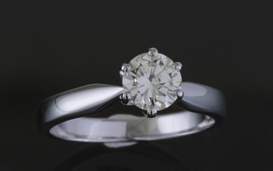 Solitaire ring with a brilliant cut diamond 0.75ct