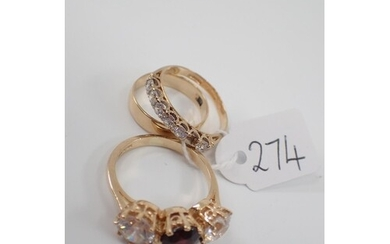 Three gold dress rings approx. 7.5 grams