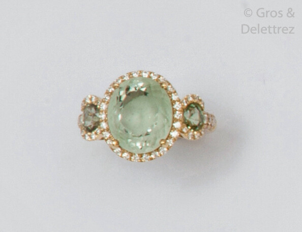 Yellow gold ring set with an oval green...