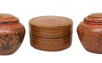 3 boxes in lacquered bamboo finely decorated in