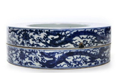A CHINESE BLUE AND WHITE CIRCULAR BOX AND COVER