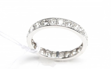 A FULL CIRCLE ETERNITY RING SET WITH EUROPEAN CUT DIAMONDS TOTALLING 1.70CTS, IN 18CT WHITE GOLD, SIZE L, 2.7GMS