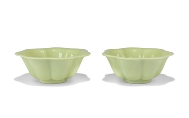 A PAIR OF CHINESE OPAQUE PALE GREENISH-WHITE GLASS BOWLS, 19TH/20TH CENTURY