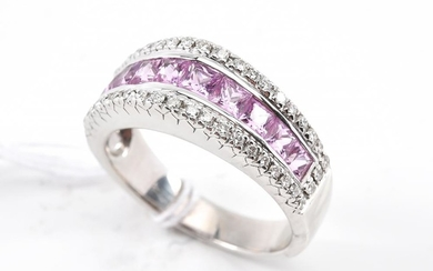A PINK SAPPHIRE AND DIAMOND DRESS RING IN 18CT WHITE GOLD, RING SIZE M