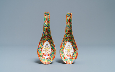 A pair of Chinese Thai market Bencharong spoons, 19th C.