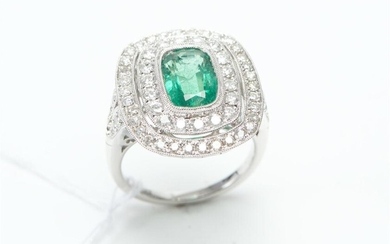 AN ART DECO STYLE EMERALD AND DIAMOND RING IN 18CT WHITE GOLD, CENTRALLY SET WITH A RECTANGULAR CUSHION CUT EMERALD OF 2.23CTS, WITH..