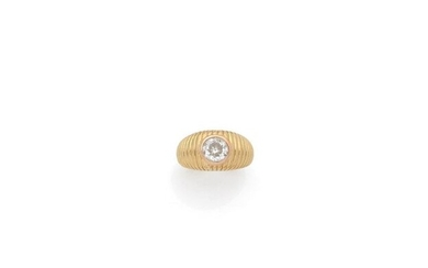 18K yellow gold (750‰) gadrooned half-ring ring set with a...