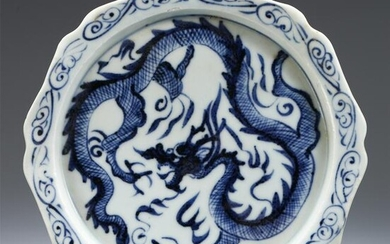 CHINESE BLUE AND WHITE PORCELAIN DRAGON PATTERN DISH