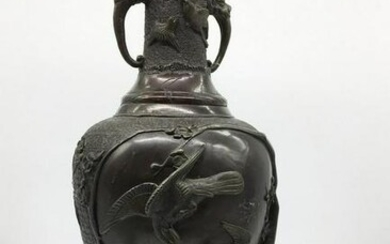 Decorative Chinese vase with embossed image of birds