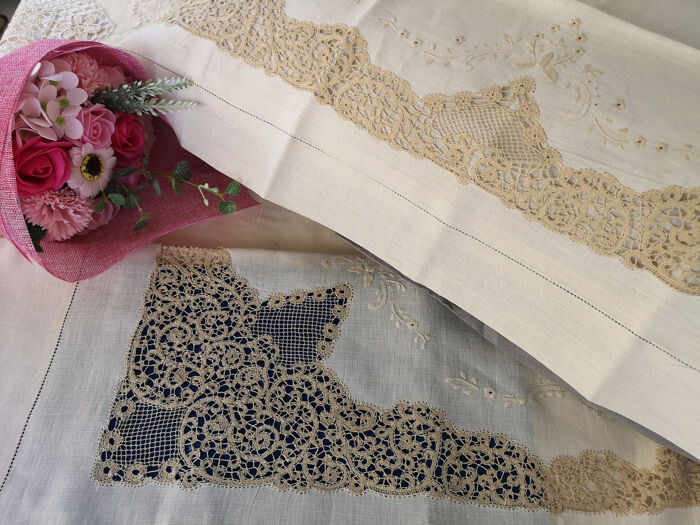 Enchanting pure linen sheet with Cantù embroidery by hand - 270 x 285 cm - Linen - 21st century
