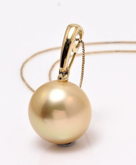 NO RESERVE PRICE - 18 kt. Yellow Gold- 11x12mm Round Golden South Sea Pearl - Necklace with pendant