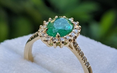 Natural Emerald Halo Ring - 14 kt. Yellow gold - Ring - 1.01 ct Emerald - Diamonds