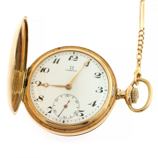 Omega 14k gold hunter case pocket watch. C. 1920. Weight 103 g. Case diam. 50 mm. Together with a 14k gold watch chain. (2)