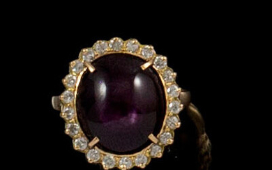 RING in 18K yellow gold holding a star ruby of...