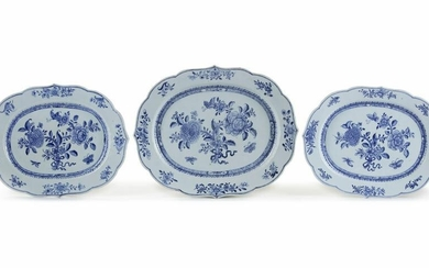 THREE CHINESE BLUE AND WHITE SERVING DISHES, QIANLONG