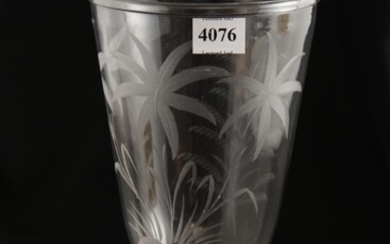 A 19TH CENTURY ETCHED FRENCH GLASS CELERY VASE, 23 CM HIGH, LEONARD JOEL LOCAL DELIVERY SIZE: SMALL