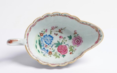A CHINESE FAMILLE ROSE EXPORT SAUCE BOAT QIANLONG PERIOD (1735-1796), 18TH CENTURY