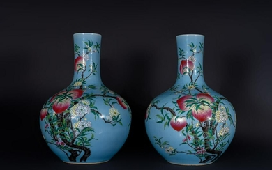 Arte Cinese Pair of large tianqiuping porcelain vases