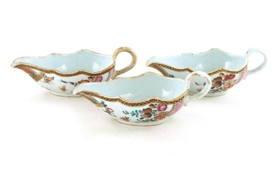 Chinese Export famille rose gravy boats (3pcs)