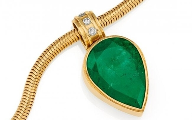 Emerald-Diamond-Pendant Necklace