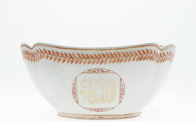 Large Chinese bowl in Indian Company porcelain for the Arab market, 19th Century.