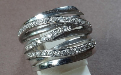 Large multi-row 750°/°°° white gold ring, 3 of...