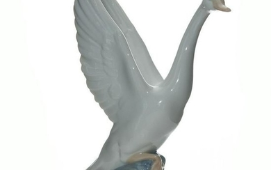 NAO BY LLADRO LARGE PORCELAIN FIGURE GOOSE
