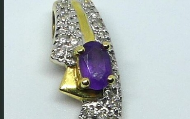 PENDANT in yellow gold enhanced with small brilliants and adorned with an amethyst. Weight 2 g.