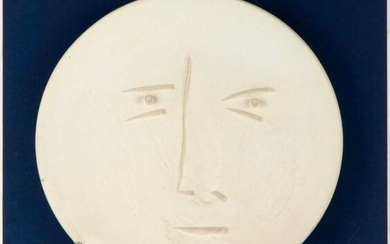 """Pablo PICASSO (1881-1973) Face - 1960. Round dish. Original print. White earthenware. Edition at 100 copies. Hollow stamps """"Madoura Plein Feu"""" and """"Original Picasso print"""" and numbered 23/100 below. D : 42 cm. Accompanied by the order form dated..."""