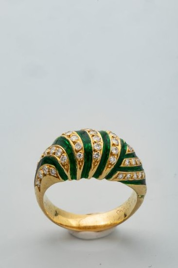 Ring in 18k yellow gold with green enamel...