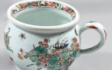 "Spittoon called ""zhadou"", made of Chinese porcelain."