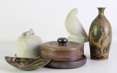 Studio pottery cheese dome with mouse finial (H14cm) together with stonewares and potted examples (vase af)