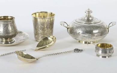 mixed lot of russian silver 19th/20th century, silver 84/875/916, approx. 715 g, 9 pcs. best: cup with lower part, small salt bowl, salt spoon, vodka cup, drinking cup, 2 spoons and lid box, with varying floral engraved decor, each one gilded inside...