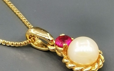 18 kt. Yellow gold - Necklace with pendant - 0.35 ct Ruby - Pearl