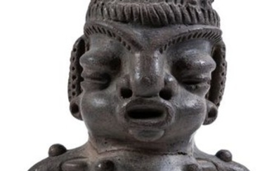 A Central American pottery female idol
