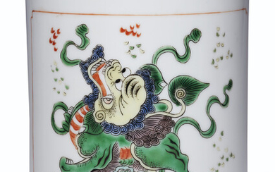 A FAMILLE VERTE BRUSH POT, KANGXI PERIOD (1662-1722)