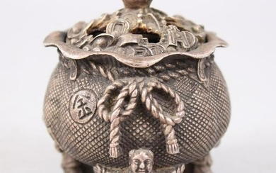 A SMALL ORIENTAL BRONZE LIDDED CENSER / KORO, the feet