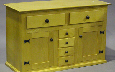 A modern maple side cabinet, in the manner of David Linley, height 75cm, width 121cm, depth 51cm, to
