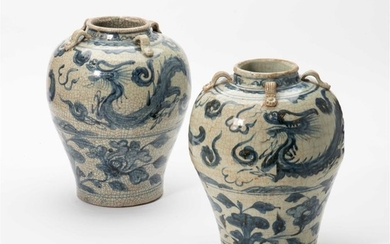 A pair of Chines blue and white 'dragon'...