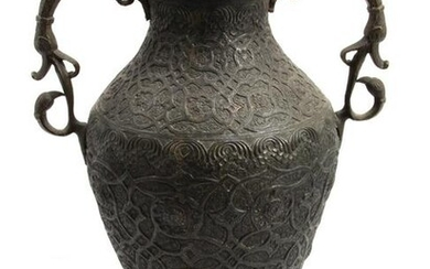 AN INDIAN COPPER HAND-HAMMERED VASE EARLY 20TH C