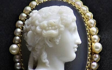 Agate carved cameo brooch depicting a female profile framed with...