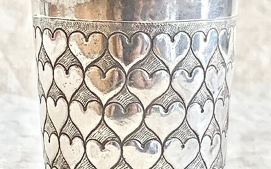 Beaker, Russian silver - A magnificent antique beaker - Hearts - museum quality(1) - .875 (84 Zolotniki) silver - assay master Andrei Titov - Russia - Late 18th century