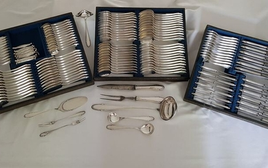C.B. Schröder, Dusseldorf - An extensive, antique silver plated cutlery for 12 persons - 165 pieces - Louis XVI - Silverplate